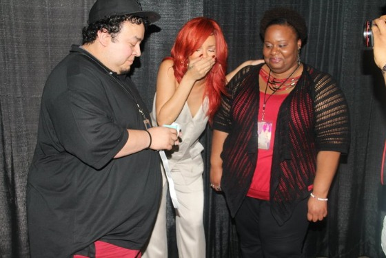 Watch rihanna freak out when a fan proposes to his girlfriend vulture a man apparently proposed to his girlfriend today during a fan meet and greet with rihanna and the singer got awesomely excited about it m4hsunfo