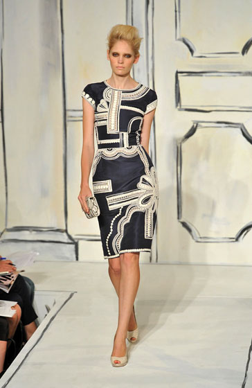 The king of prints! Oscar de la Renta's dresses are favorites with everyone, and we can see why. The cut flatters,  and the print stands out -- in a good way.