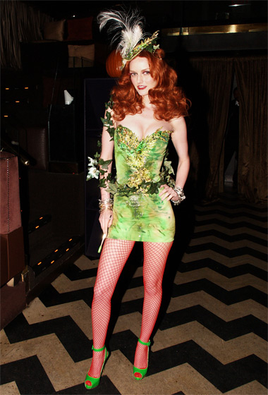 We don't know what Lydia Hearst was supposed to be. Ivy lady? We have a hunch she wouldn't try to be a wallflower.