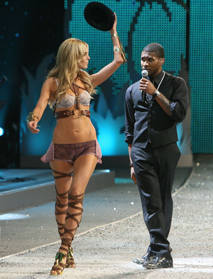 Heidi Klum makes a pass at Usher! Now who's the tallest, hmmm?