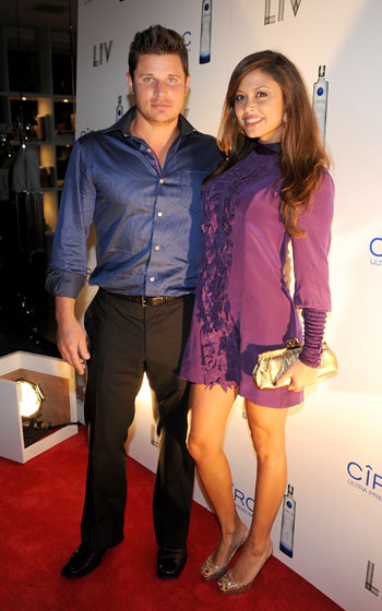 If Nick Lachey and Vanessa Minnillo are going to stick around, can they at least wear something interesting? Please?