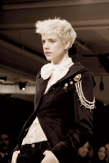 Agyness Deyn struts down the runway during the fall 2008 show.