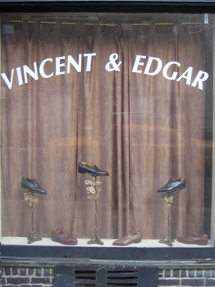 I've been fascinated by this storefront for as long as I can remember! Each time I pass by, it's closed. The other day on my way back from a shoot, the door was finally open and I went in to stroll around. Vincent & Edgar makes custom shoes.
