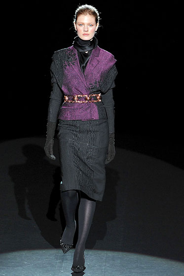 "<a href=""http://nymag.com/fashion/fashionshows/2009/fall/main/newyork/womenrunway/carolinaherrera/"">Carolina Herrera's</a> chain-link metal belt toughens up a ladylike suit."