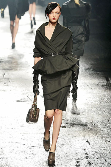 "<a href=""http://nymag.com/fashion/fashionshows/2009/fall/main/europe/womenrunway/lanvin/"">Lanvin's</a> skinny belts contrast nicely with dresses and suits."