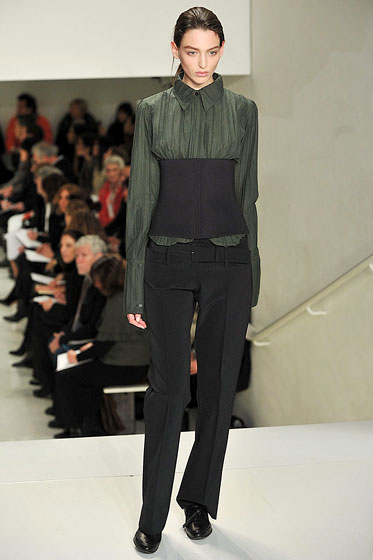 "A wide, body-hugging corset belt at <a href=""http://nymag.com/fashion/fashionshows/2009/fall/main/newyork/womenrunway/verawang/"">Vera Wang</a>."