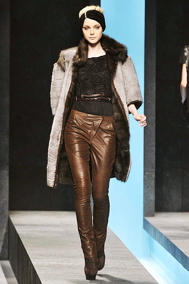 "<a href=""http://nymag.com/fashion/fashionshows/2009/fall/main/europe/womenrunway/fendi/"">Fendi</a>'s brown leather pants tapered to the ankle."