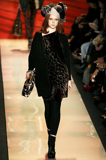 "<a href=""http://nymag.com/fashion/fashionshows/2009/fall/main/newyork/womenrunway/dianevonfurstenberg/"">Diane Von Furstenberg</a> kept her leggings opaque and ankle-length."