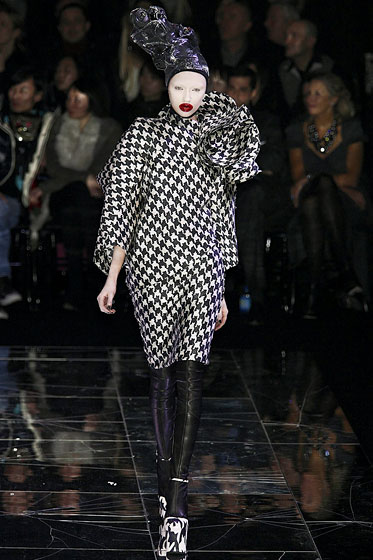 "<a href=""http://nymag.com/fashion/fashionshows/2009/fall/main/europe/womenrunway/alexandermcqueen/"">Alexander McQueen</a> also had  leather leggings."