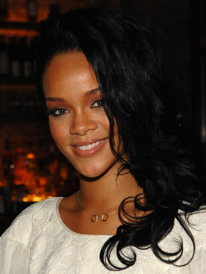 Rihanna's hair may have been darker, but the long, loose waves and barely there makeup still made her indistinguishable from other up-and-comers.