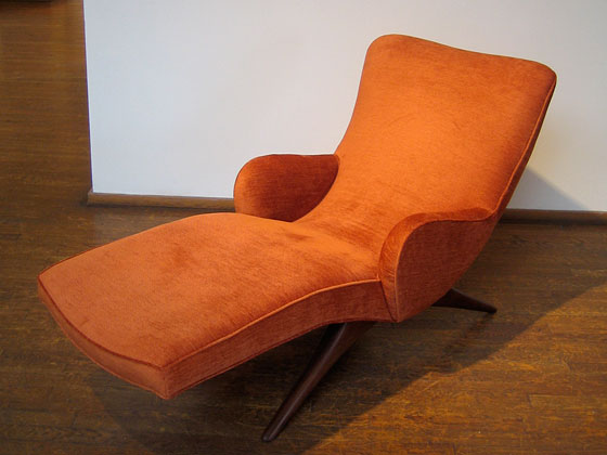 Here's the Contour Chaise, another one of Kagan's pervasively influential pieces.