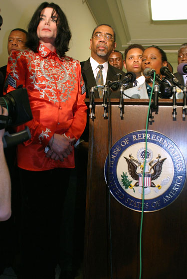 Wearing an embellished red shirt at a news conference on AIDS in Africa.