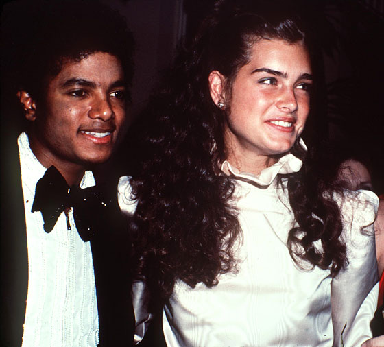 Looking promlike at the American Music Awards with Brooke Shields.