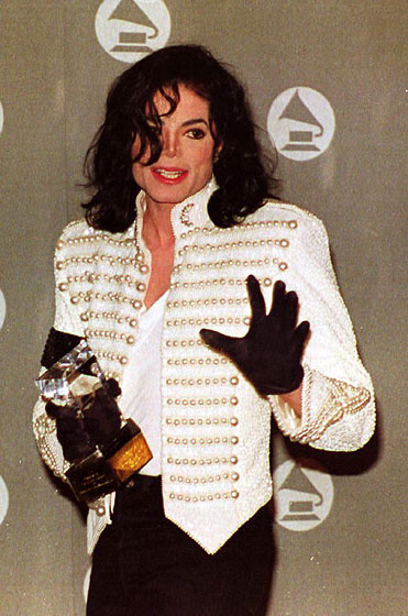 An amazing white jacket at the Grammys.