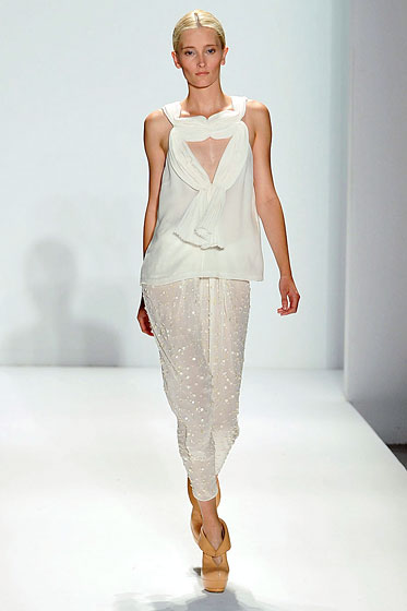 "A triangle at <a href=""http://nymag.com/fashion/fashionshows/2010/spring/main/newyork/womenrunway/willow/"">Willow</a>."
