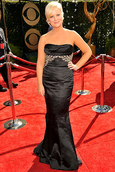 Amy Poehler in Reem Acra, shoes by Stuart Weitzman, with jewelry by Chopard and clutch from Judith Leiber.