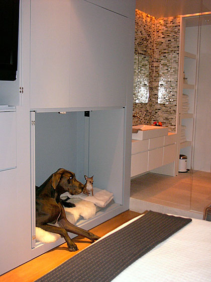 How sweet is this! Writer David Hay sent me his photo of the built-in dog bed that architect Koray Duman designed for a couple in Soho. Duman obviously knew how to give their Great Dane and chihuahua the perfect bed.