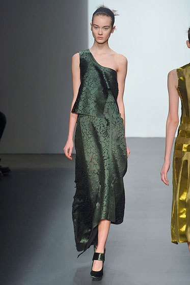"<strong>Opened:</strong> <a href=""http://nymag.com/fashion/fashionshows/designers/bios/calvinklein/"">Calvin Klein</a>, <a href=""http://nymag.com/fashion/fashionshows/designers/bios/albertaferretti/"">Philosophy di Alberta Ferretti</a><BR>