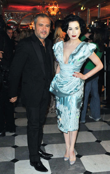 Apparently Elie Saab went tieless, too! Dita von Teese is too textured for our taste.