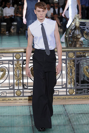 "Palazzo pants are back! So says <a href=""http://nymag.com/fashion/fashionshows/2011/spring/main/europe/menrunway/rafsimons/#slide4&ss1"">Raf Simons</a>, anyway. This works because the heaviness of the <i>Über</i>-wide-leg trousers are countered by the lightness on top: a crisp, sleeveless shirt and slate gray tie. It's as if the model is gliding on air."