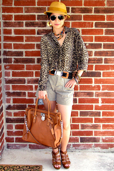 "Fashionjuice, shot in Dallas-Forth Worth, Texas, for <a href=""http://www.chictopia.com/photo/show/311181-Get+Wild+with+Animal+Print-green-gap-shorts-black-slb-blouse-black-tory-burch-belt-brown-cynthia-vinc"">Chictopia</a>."