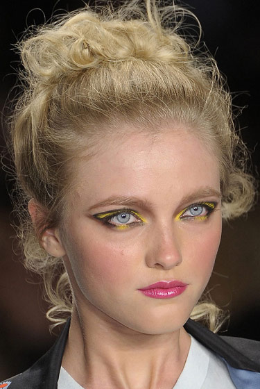 Bumblebee eyes, rosy cheeks, and sheer-pink lips at Z Spoke.