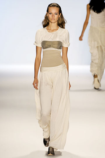 Another big trend for fall is the wide-legged drapey pants; Chai's version is spot-on.