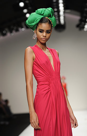 Also characteristic: wrapping, draping, and fluid fabrics. Another spring/summer 2011 look.
