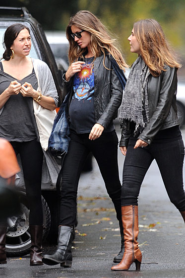"Remember when she <a href=""http://nymag.com/daily/fashion/2010/02/gisele_wore_almost_the_same_cl.html"">said</a> she wore ""almost the same clothes"" when she was pregnant?"