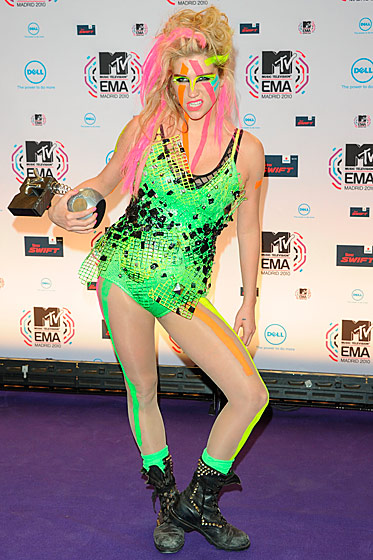"Ke$ha was a universal worst-er. Ben Widdicombe at StyleList said, ""We'll say this for Ke$ha's music — it's better than her fashion."" [<a href=""http://www.stylelist.com/2010/12/09/best-dressed-celebrities-of-2010/"">StyleList</a>]"