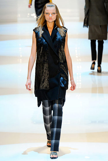 "See the <a href=""http://nymag.com/fashion/fashionshows/2011/fall/main/newyork/womenrunway/dereklam/"">complete fall 2011 Derek Lam collection</a>."
