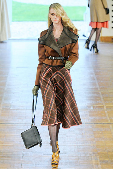 "See the <a href=""http://nymag.com/fashion/fashionshows/2011/fall/main/europe/womenrunway/alexismabille/"">complete fall 2011 Alexis Mabille collection</a>."
