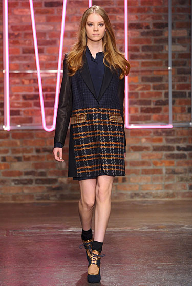 "See the <a href=""http://nymag.com/fashion/fashionshows/2011/fall/main/newyork/womenrunway/dkny/"">complete fall 2011 DKNY collection</a>."