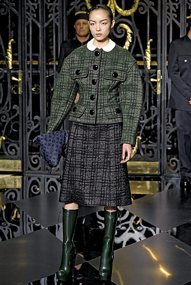 "See the <a href=""http://nymag.com/fashion/fashionshows/2011/fall/main/europe/womenrunway/louisvuitton/"">complete fall 2011 Louis Vuitton collection</a>."