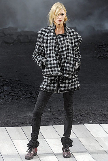 "See the <a href=""http://nymag.com/fashion/fashionshows/2011/fall/main/europe/womenrunway/chanel/"">complete fall 2011 Chanel collection</a>."