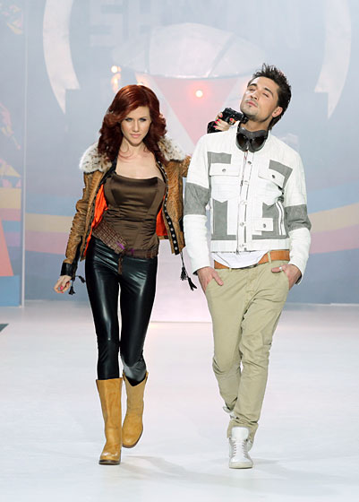 In the Shiyan & Rudkovskaya show, here's Anna Chapman with a gun pointed (sexily) at Russian pop-star Dima Bilan.