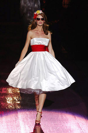 Robes west side story for Robes de mariage de betsey johnson
